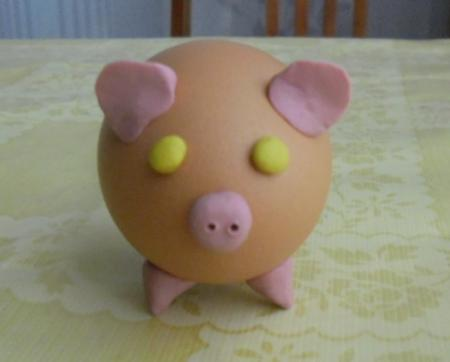 Свинки из яйца поделка
